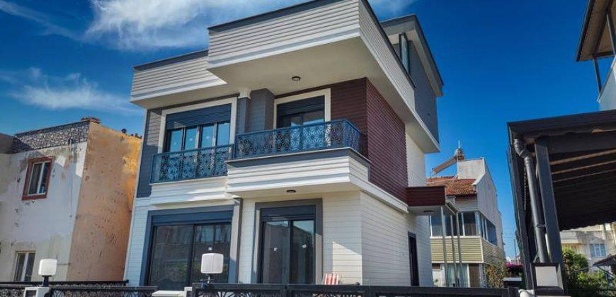 Güre Satılık Villa / 4+1 Müstakil / Denize 50 Metre / Deniz Manzaralı